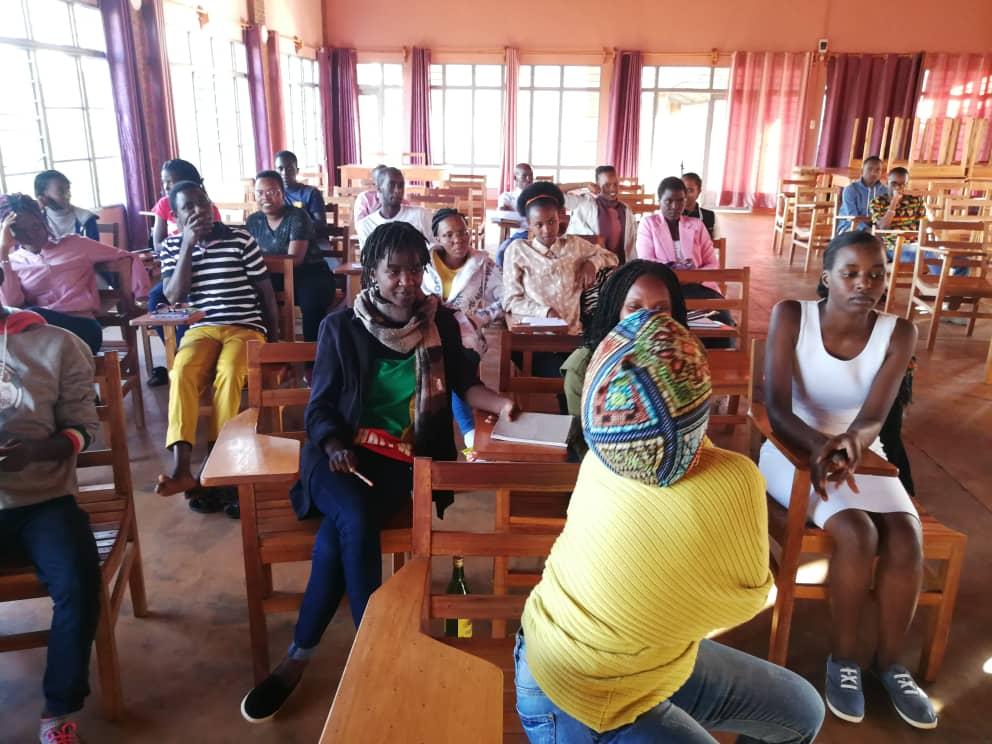 Fotogaleria z sesji formacyjnej dla młodzieży z pracy w grupach